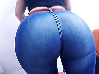 Huge Round Ass Tiny Waist Jeans About to Explode!