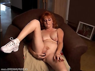Mature redhead squirts