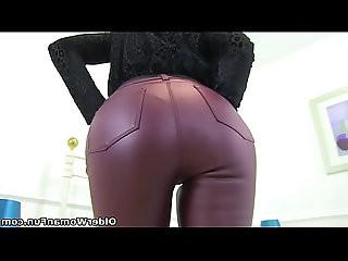 UK milf Elegant Eve looks so hot in tight yoga pants